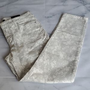 NWT - NYDJ White Patterned Ankle Pant